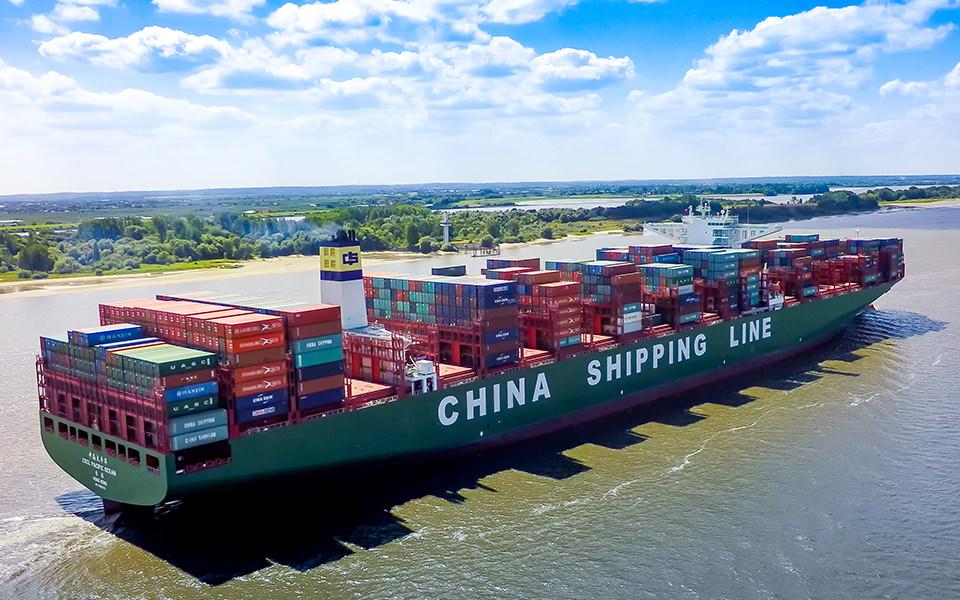 China Shipping - Containerschiff - CSCL - Hamburg Drohne Luftbild Crew