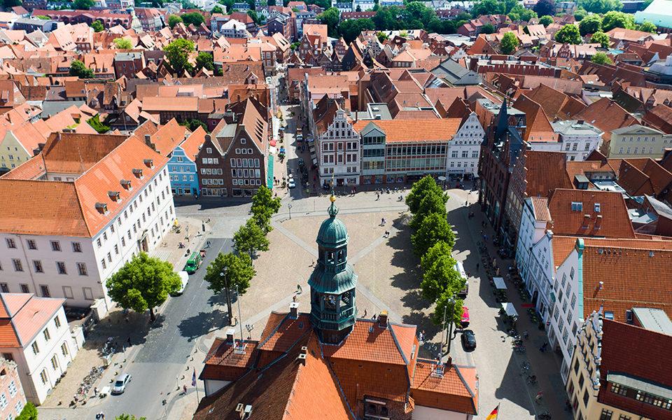 Lüneburg Rathaus & Altstadt - Drohne Luftbild Crew