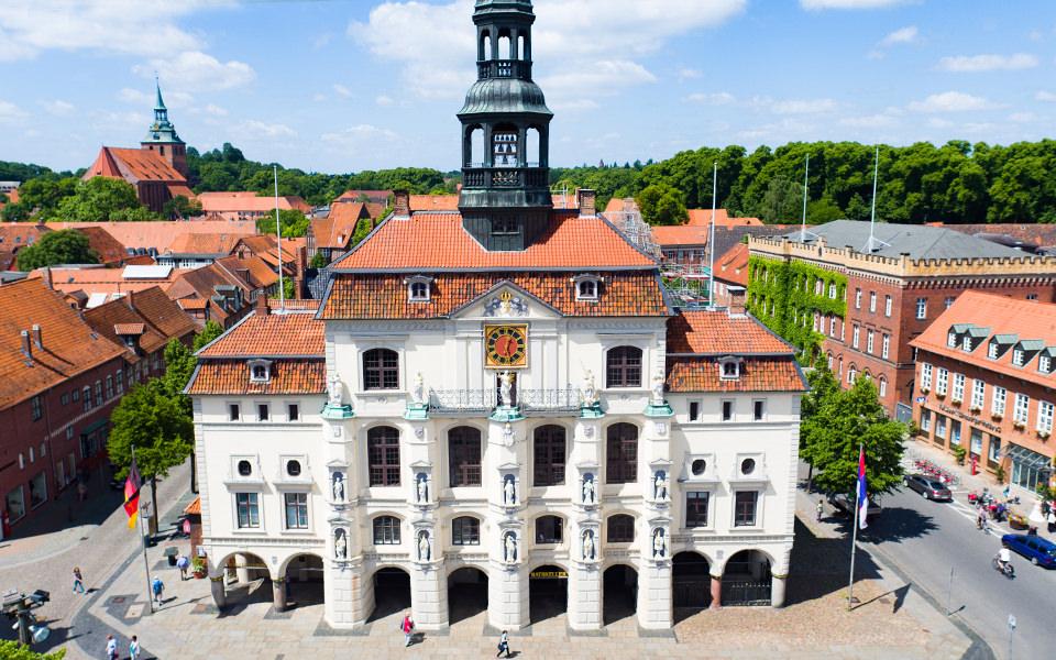 Lüneburg Rathaus - Marktplatz - Drohne - Luftbild Crew