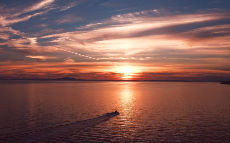Luftaufnahme / Luftbild - Wasser Boot & Schiff - Sonnenuntergang